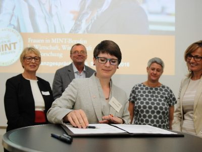 "Femtec.Alumnae e. V. verknüpft Femtec.Netzwerk mit der Landesinitiative ""Frauen in MINT-Berufen"" in Baden-Württemberg"